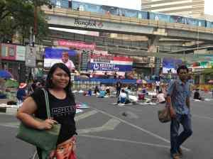 Ternyata kami malah nginap di daerah demo. Dodol :))